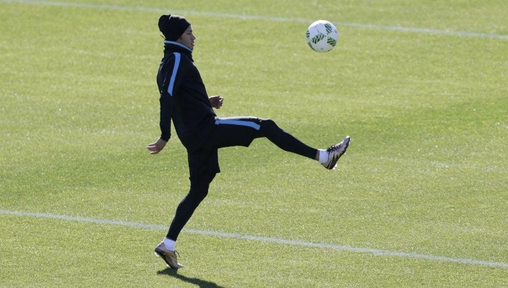 Neymar se ejercita en Yokohama