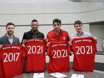 Xabi Alonso, Boateng, Javi Martínez y Müller firman su renovación con el Bayern