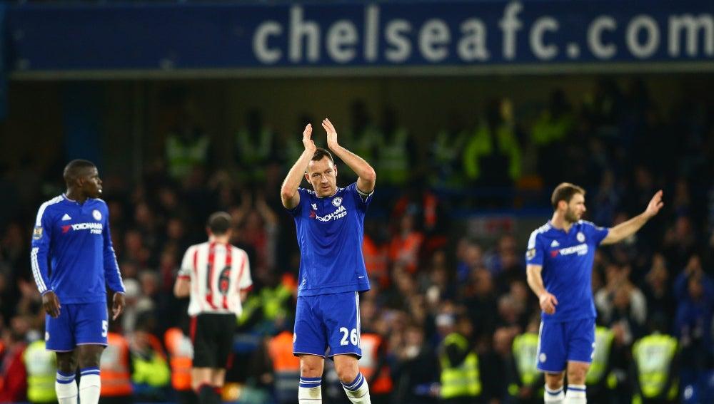 Jason Terry aplaude a la grada, tras la victoria frente al Sunderland