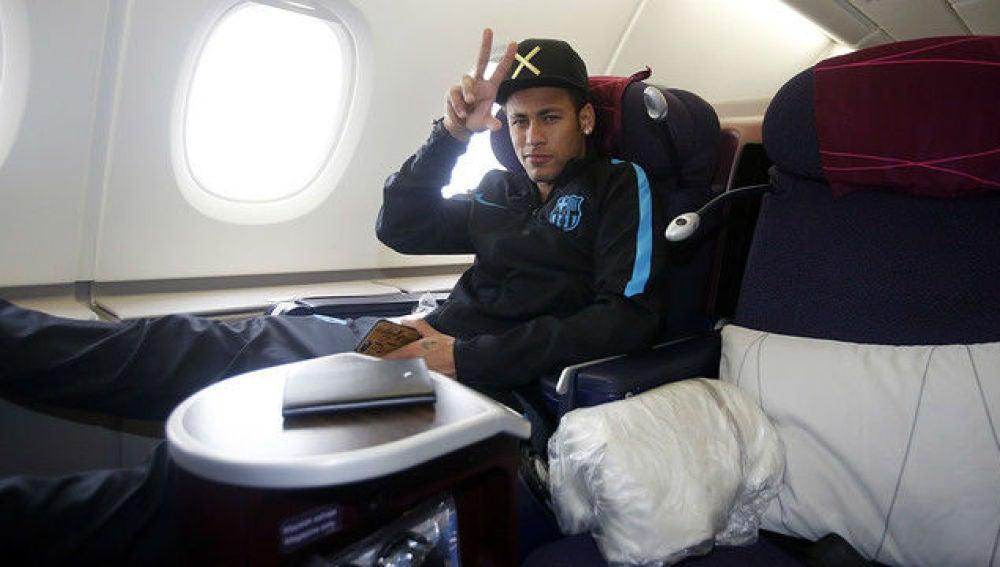 Neymar en el avión de regreso a Barcelona