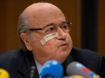 Joseph Blatter resopla durante su declaración