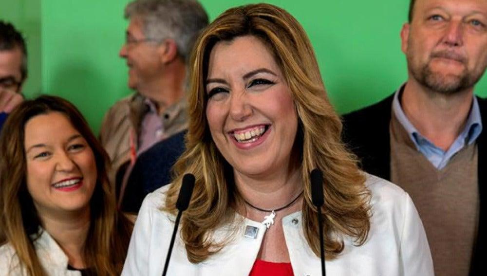 Susana Díaz habla ante los medios