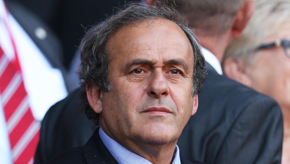 Michel Platini inhabilitado ocho años por la FIFA