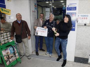 En una administración de Alicante han repartido el 61.688, quinto premio
