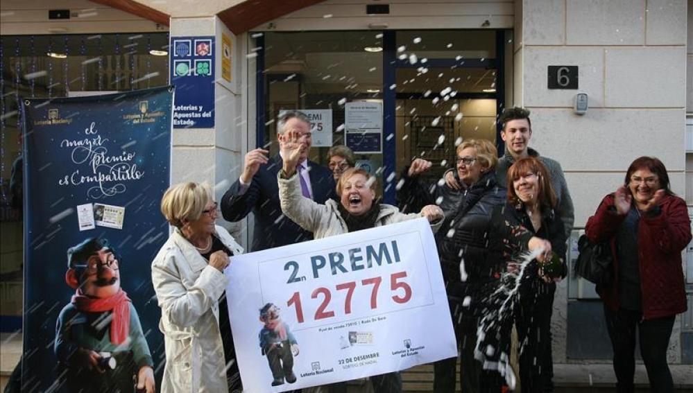 Empleados de la administración de lotería de Roda de Bará (Tarragona)