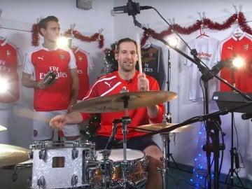 Monreal, Cech y Alexis Sánchez tocan un villancico