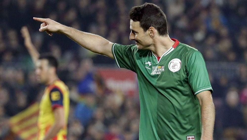 Aduriz celebra su gol ante Cataluña