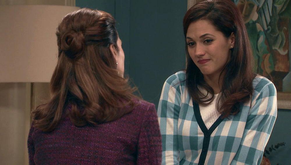 Adela confiesa a Sofía que Tomás le fue infiel en el pasado con una cantante