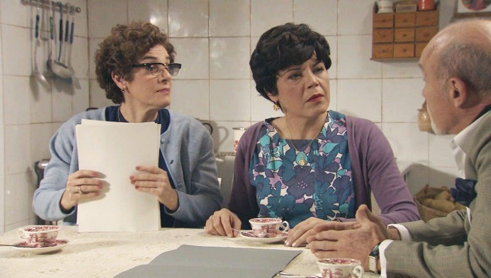 Beniga, Flora y Elías preparan su actuación ante Máximo