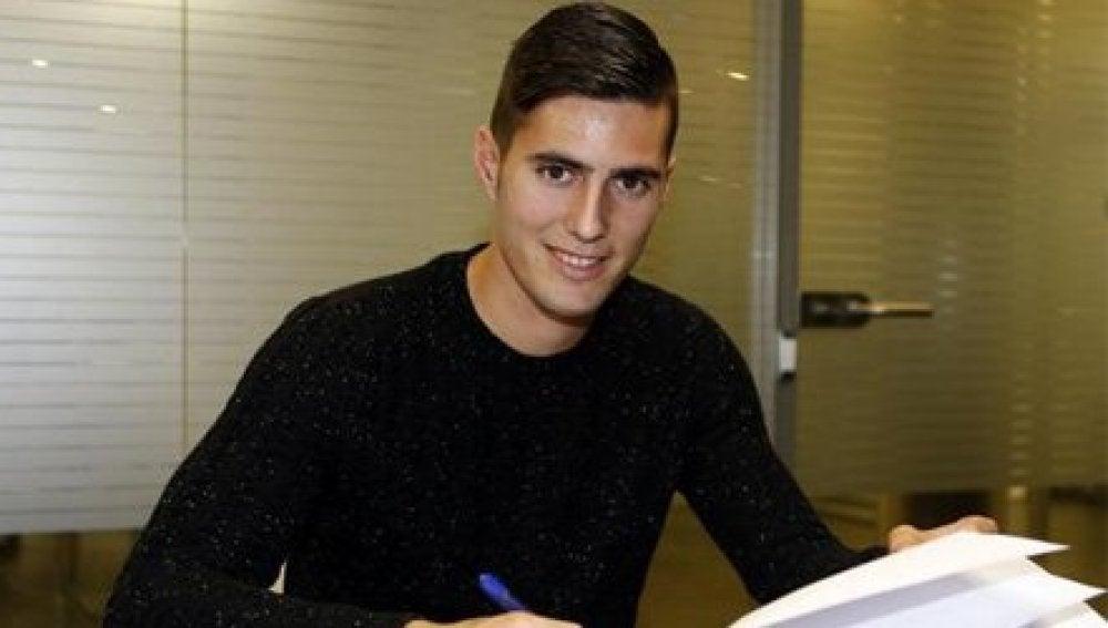 Sergi Guardiola, firmando su contrato con el Barcelona