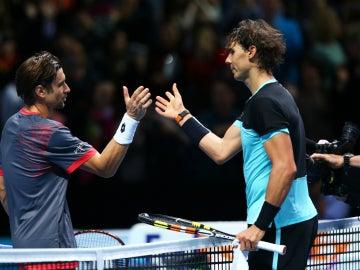 David Ferrer y Rafa Nadal se saludan tras un partido