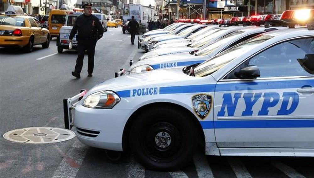 La policía de Nueva York patrulla en Times Square
