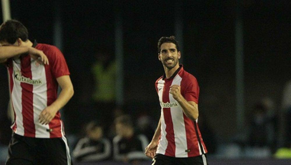 Raúl García celebra un gol con el Athletic