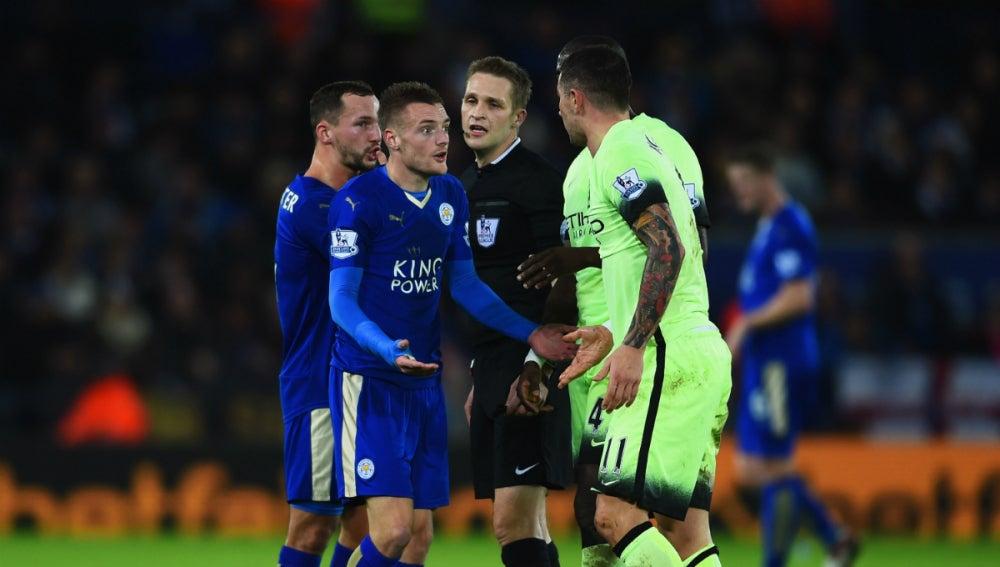 Momento del partido entre el Leicester City y el Manchester City