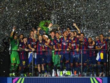 El Barcelona celebra la Champions de 2015