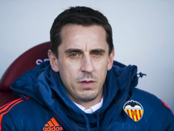 Gary Neville, en el banquillo del Valencia