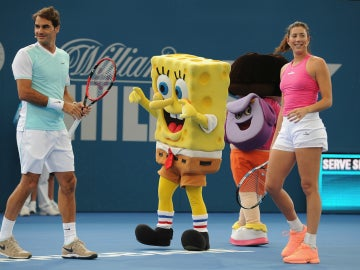 Garbiñe Muguruza, Roger Federer, Bob Esponja y Dora la Exploradora, en Brisbane