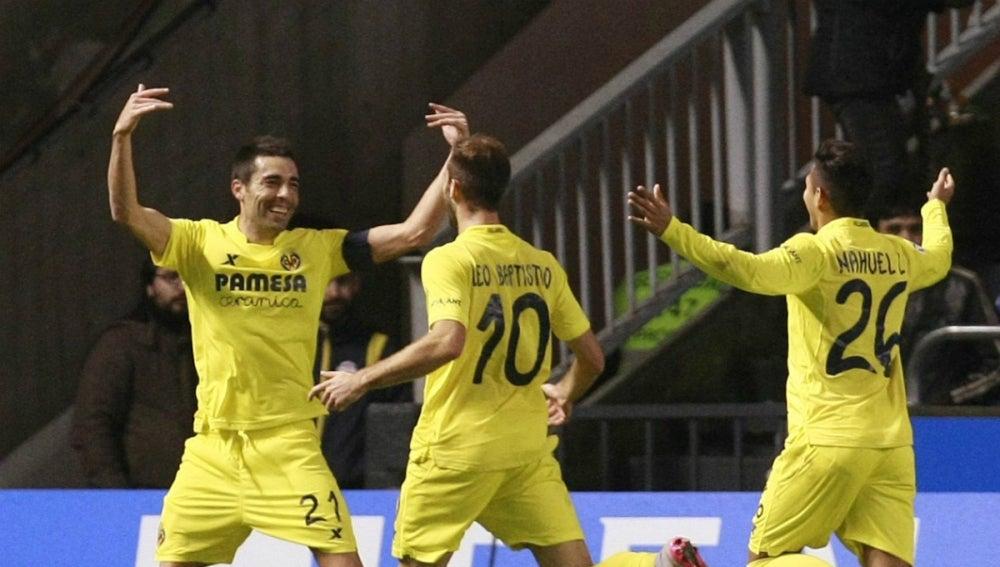 Bruno celebra un gol con sus compañeros