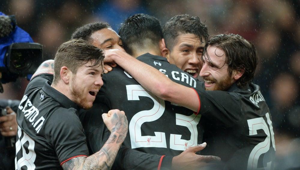Los jugadores del Liverpool celebran el gol de Jordon Ibe ante el Stoke