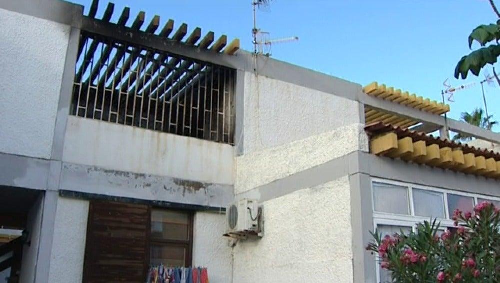 Mueren una mujer y su hijo en un incendio en un apartamento de Tenerife