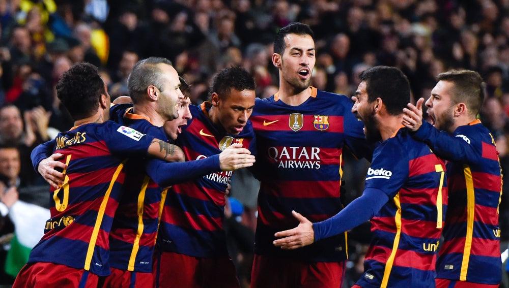 Los jugadores del Barcelona celebra uno de los goles contra el Espanyol