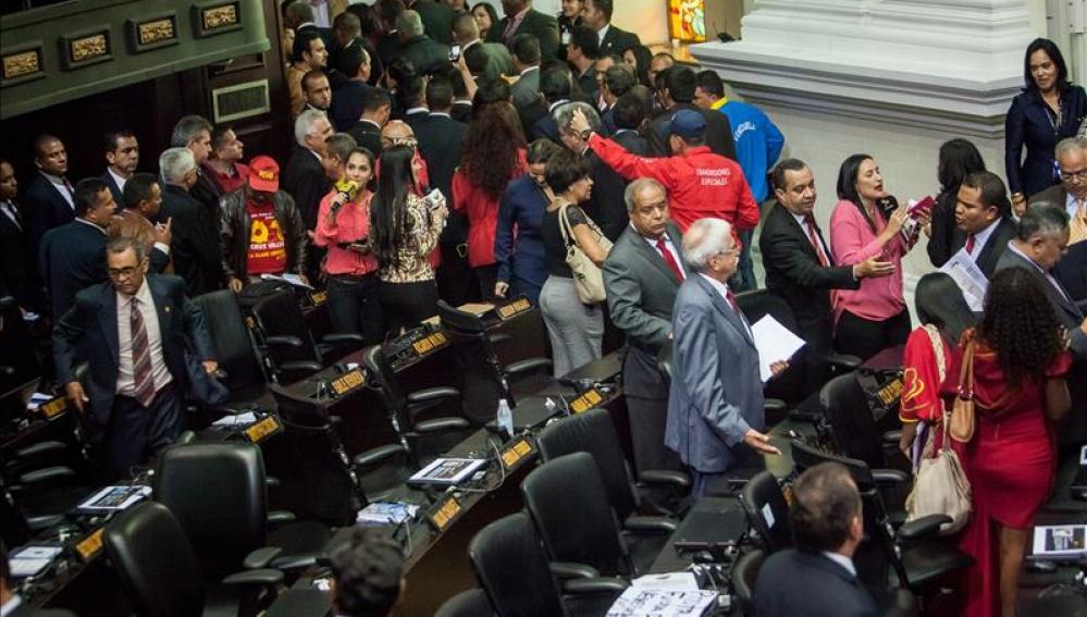 Diputados del Partido Socialista de Venezuela se retiran del hemiciclo en la constitución de la Asamblea Nacional