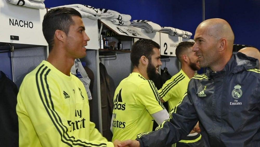 Saludo de Zidane y Cristiano Ronaldo