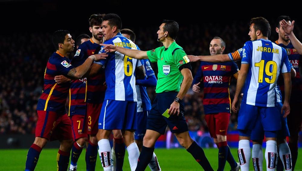Suárez se encara con jugadores del Espanyol