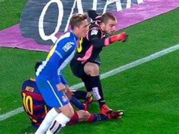 El pisotón de Pau López a Messi
