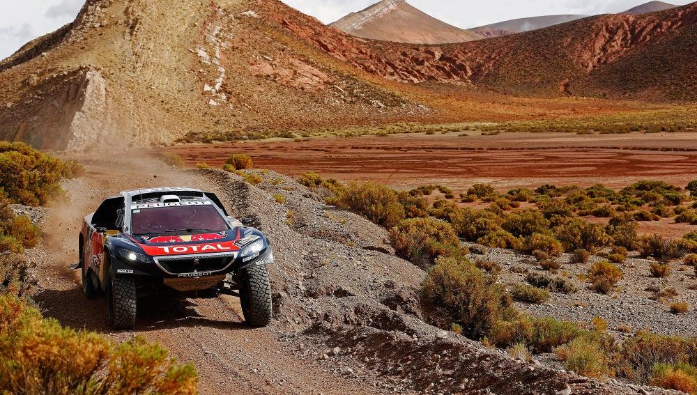 Sebastien Loeb a bordo de su Peugeot