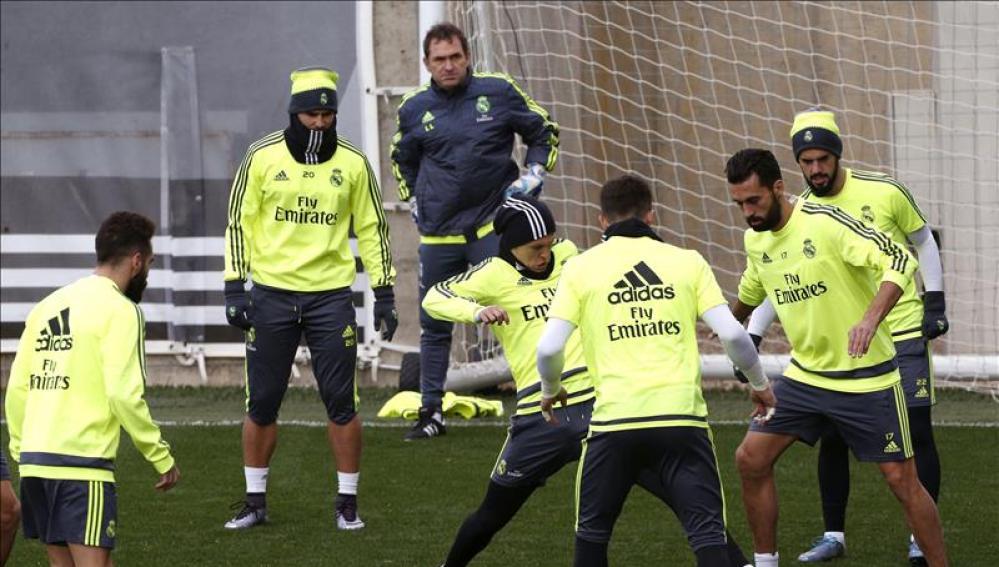 Los jugadores del Real Madrid se entrenan bajo las órdenes de Zidane