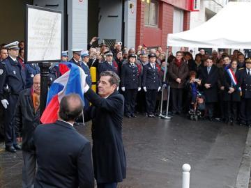 François Hollande descubre una placa en homenaje a las víctimas del ataque de Coulibaly