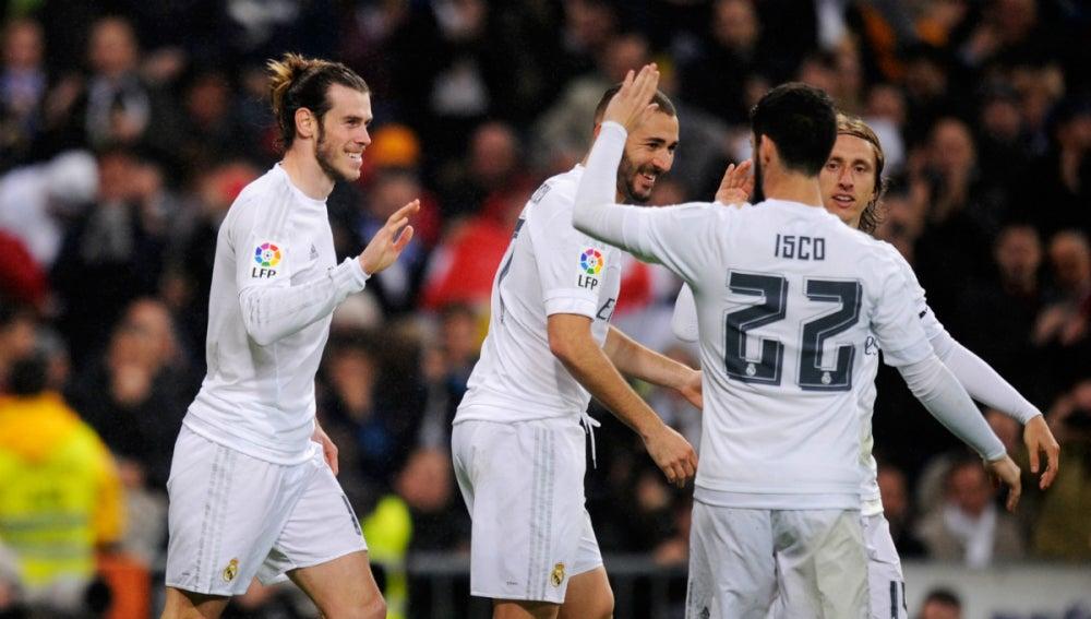 Los jugadores del Real Madrid festejan un tanto