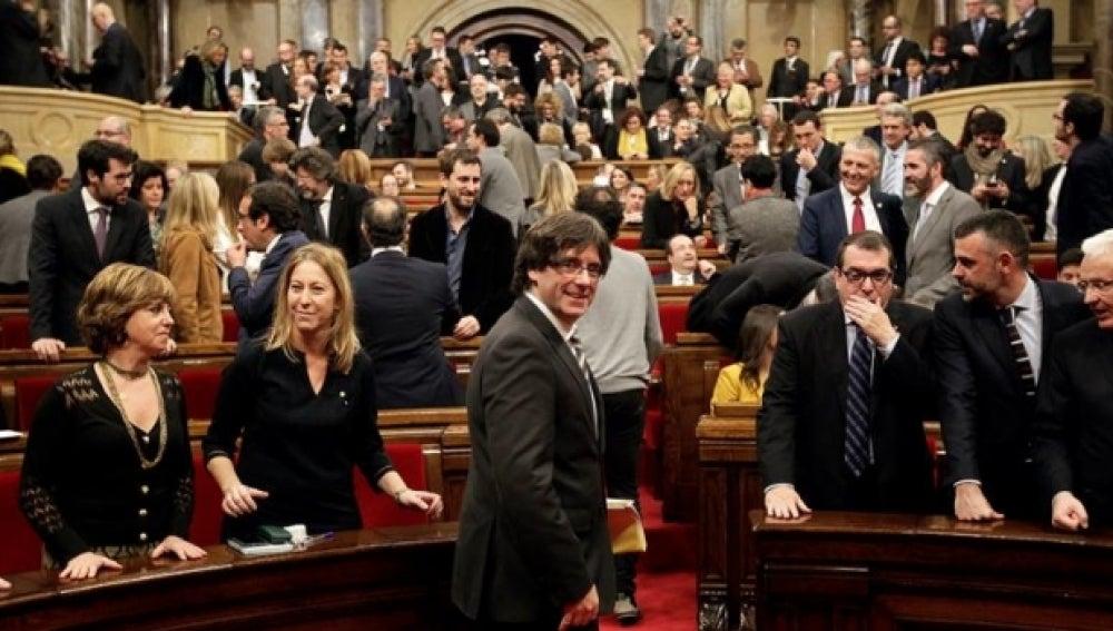 Carles Puigdemont, a su llegada al pleno del Parlament