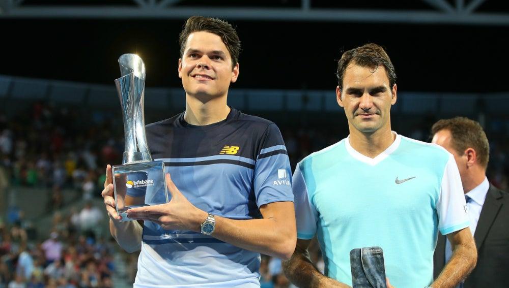 Raonic, con el trofeo de Brisbane