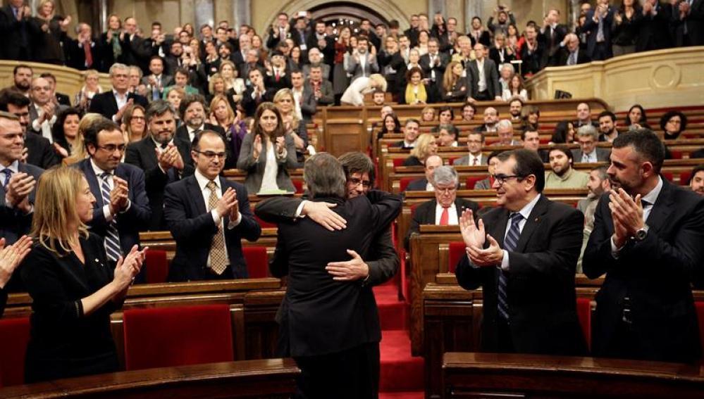 Puigdemont, investido president de Cataluña