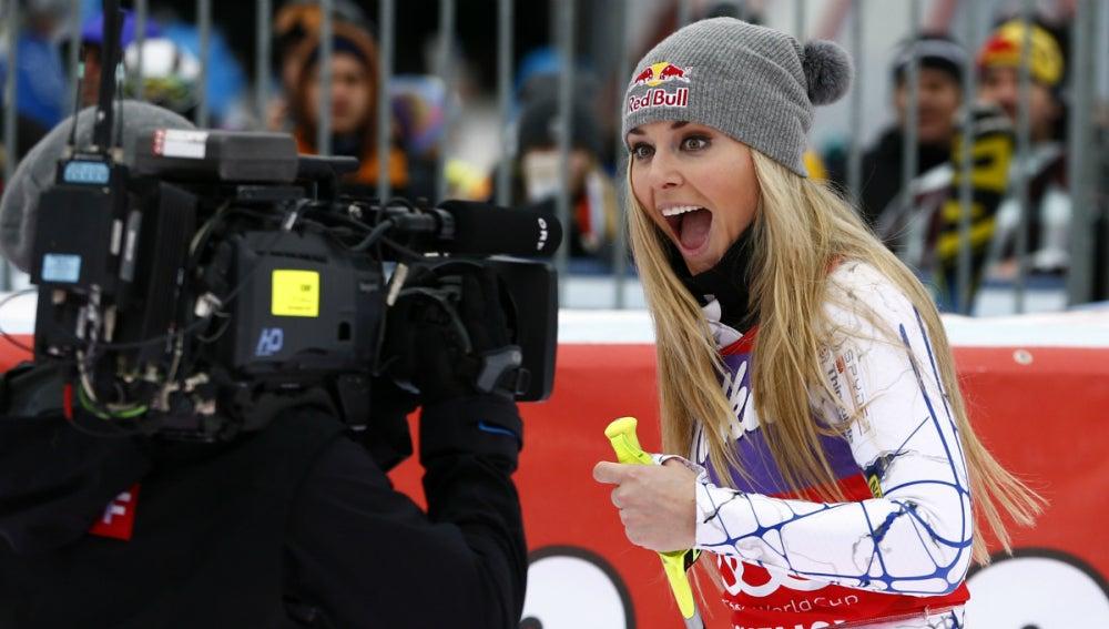 Lindsey Vonn sonríe a la cámara
