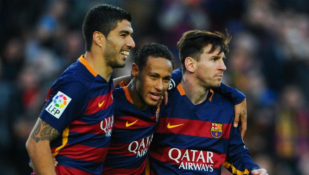 Suárez, Neymar y Messi celebran un gol