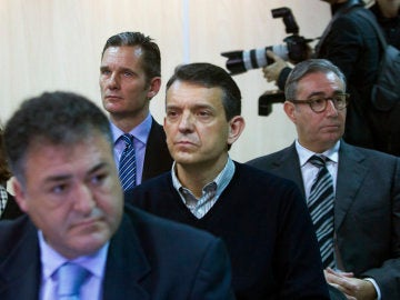 Iñaki Urdangarin y Diego Torres, en el banquillo de los acusados