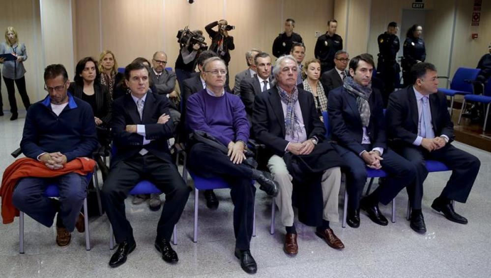 Los procesados en la primera sesión del juicio del Caso Nóos