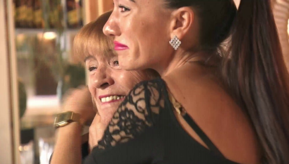 La madre de Sabrina se emociona al saber que su hija se va a casar