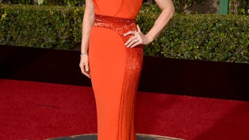 Amy Adams de naranja con adornos de lentejuelas