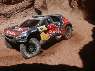 Carlos Sainz, a los mandos de su Peugeot