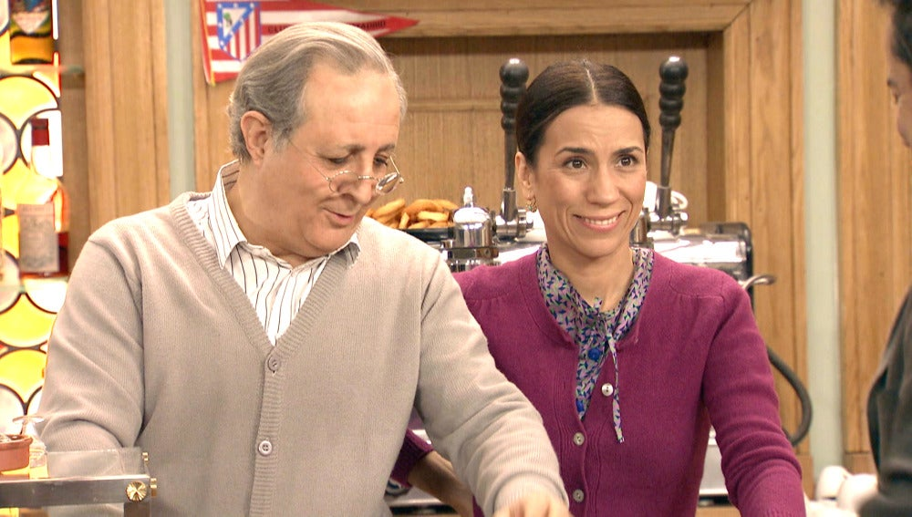 Pelayo y Manolita escuchan a Ramón