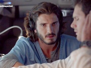 Alain y Víctor escuchan la sospechosa conversación entre Miguel y Belén