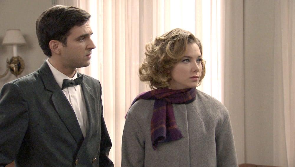 Leonor descubre que Lucas es el culpable de la detención de Carmen