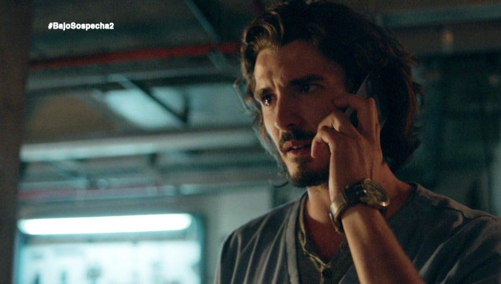 Víctor descubre que Ginés robó el expediente y le sigue hasta el sótano