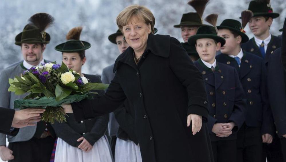 La canciller alemana Angela Merkel es recibida en el balneario de Wildbad Kreth