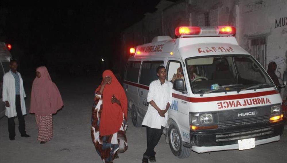 Médicos cerca del lugar del ataque