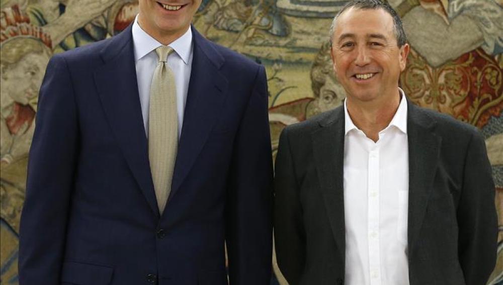 Baldoví bromea con el Rey antes de reunirse ambos en el cuarto día de consultas